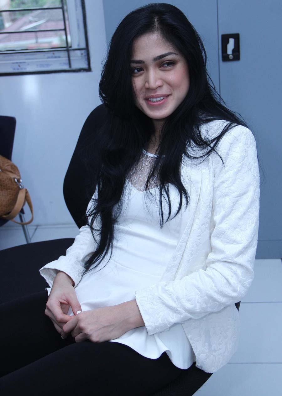 Watch Jessica Iskandar video