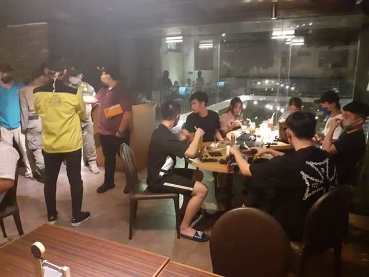 Medan Masuk Zona Merah, Pengunjung Cafe Ini Tetap Ramai Hingga Akhirnya Dibubarkan Satpol PP