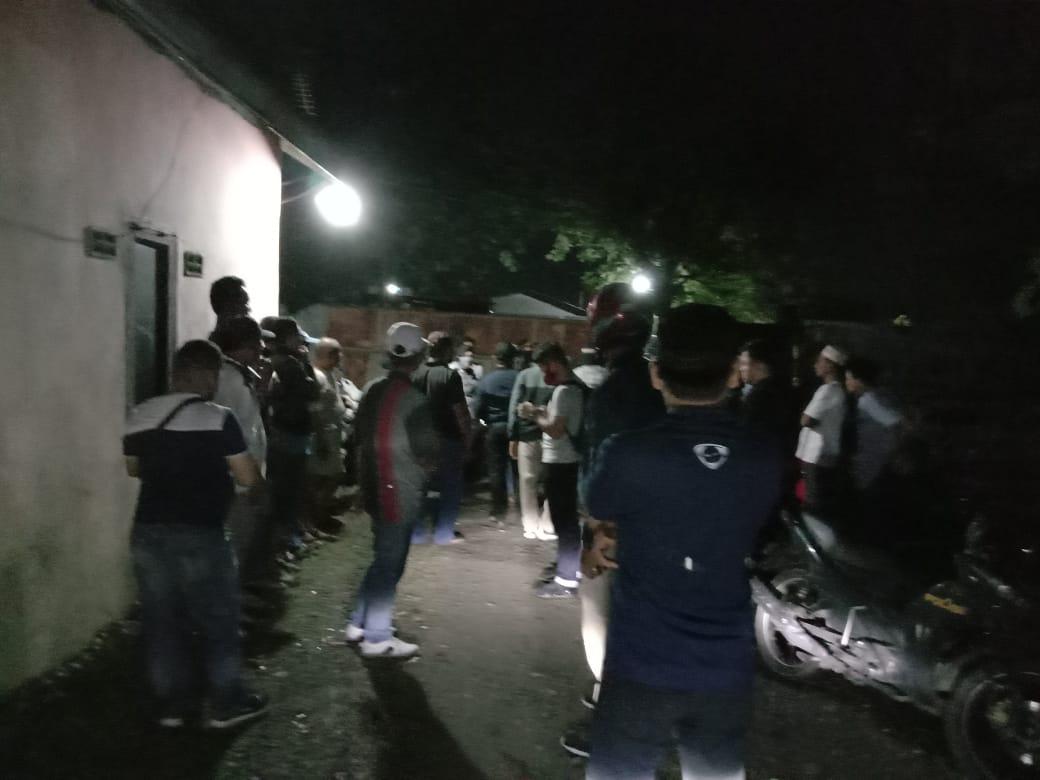 Polisi Bubarkan Pengunjung Pantai Pijat di Jl Haji Anif Desa Sampali, 22 Orang Diamankan