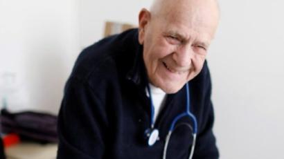 Keren, Dokter Berusia 98 Tahun di Prancis Masih Bekerja di Masa Pandemi