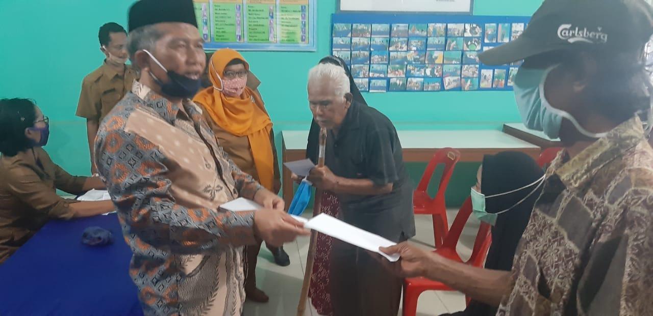 Baznas Salurkan Bantuan kepada Warga Terdampak Covid-19 di Kecamatan Hamparan Perak