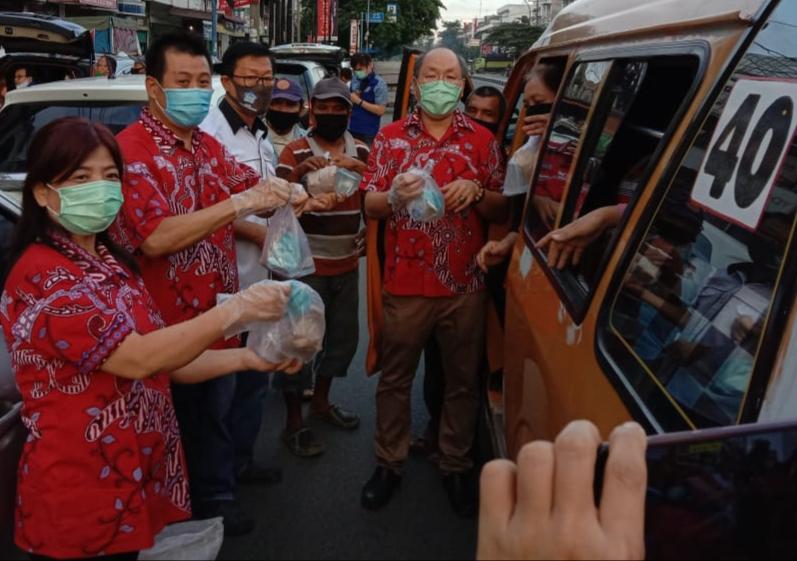 Lagi, PSMTI dan Organisasi Tionghoa Lanjut Bagikan 1.000 Nasi Bungkus untuk Masyarakat Medan