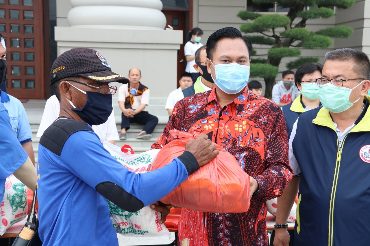 Pembimas Buddha dan Majelis Agama Buddha I Kuan Tao Indonesia Sumut Bagikan 850 Paket Sembako