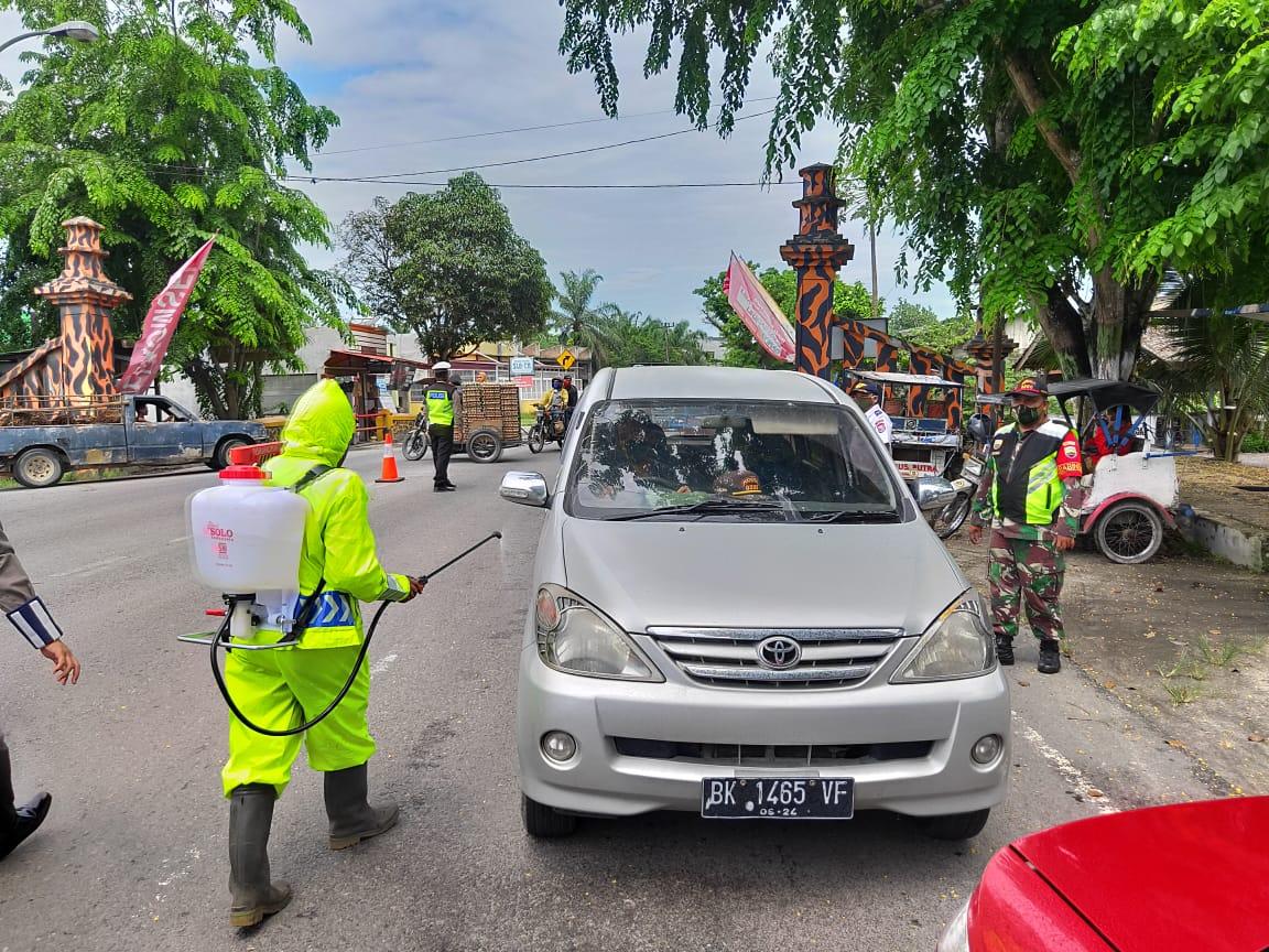 Halau Pemudik Jelang Lebaran, Jalur Lintas Asahan-Tanjungbalai Disekat Polisi, Tiap Kendaraan Disemprot