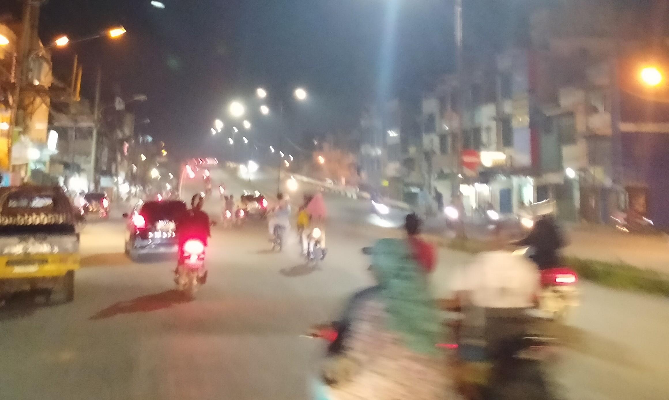 Suasana Malam Takbiran di Pinggiran Medan : Ruas Jalan Disekat, Arus Lalu Lintas Ramai Lancar