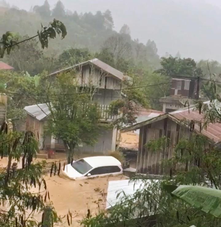 Banjir Bandang Terjang Kampung Paya Tumpi Takengon Rusak Puluhan Rumah Warga