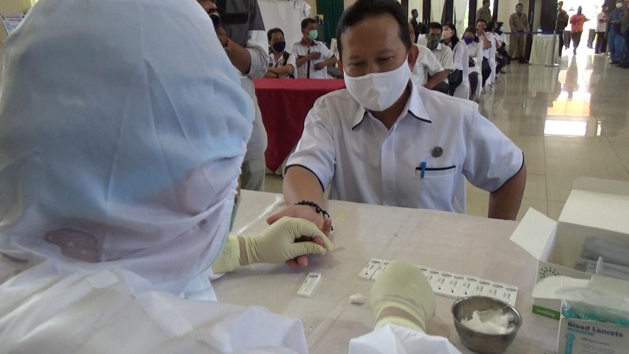 Melonjak Tajam! Hari Ini, Positif Covid-19 Bertambah 1.043 Kasus di Indonesia