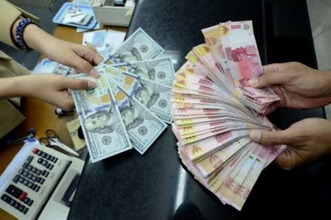 """Akhir Pekan, Rupiah """"Loyo"""" di Level 14.200 per US Dolar"""