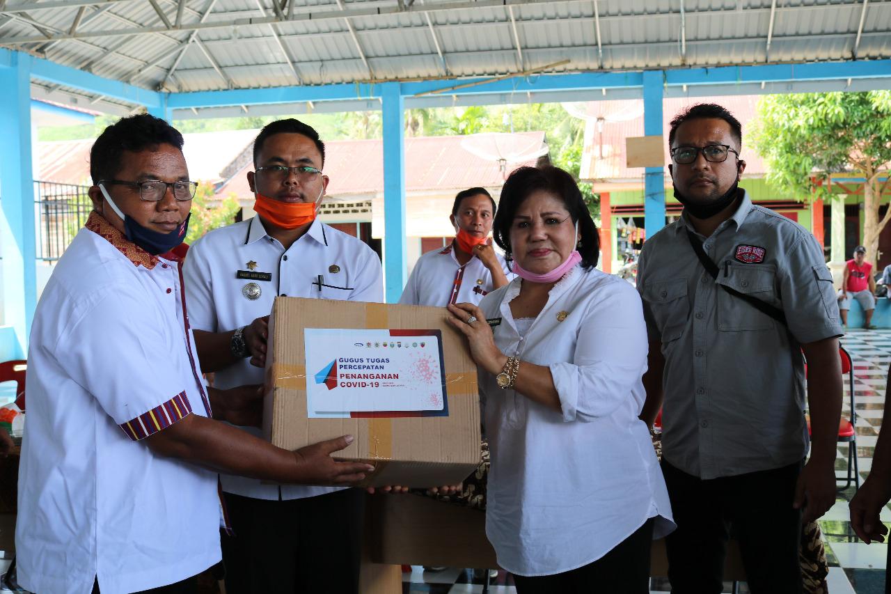 Wakil Bupati Karo Serahkan Paket Sembako ke Kecamatan Mardingding
