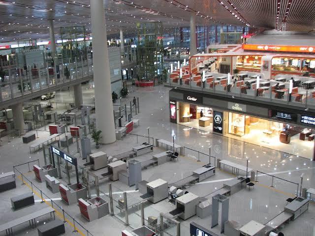 Khawatir Gelombang Kedua Serangan Corona, Sejumlah Penerbangan di Beijing Dibatakan
