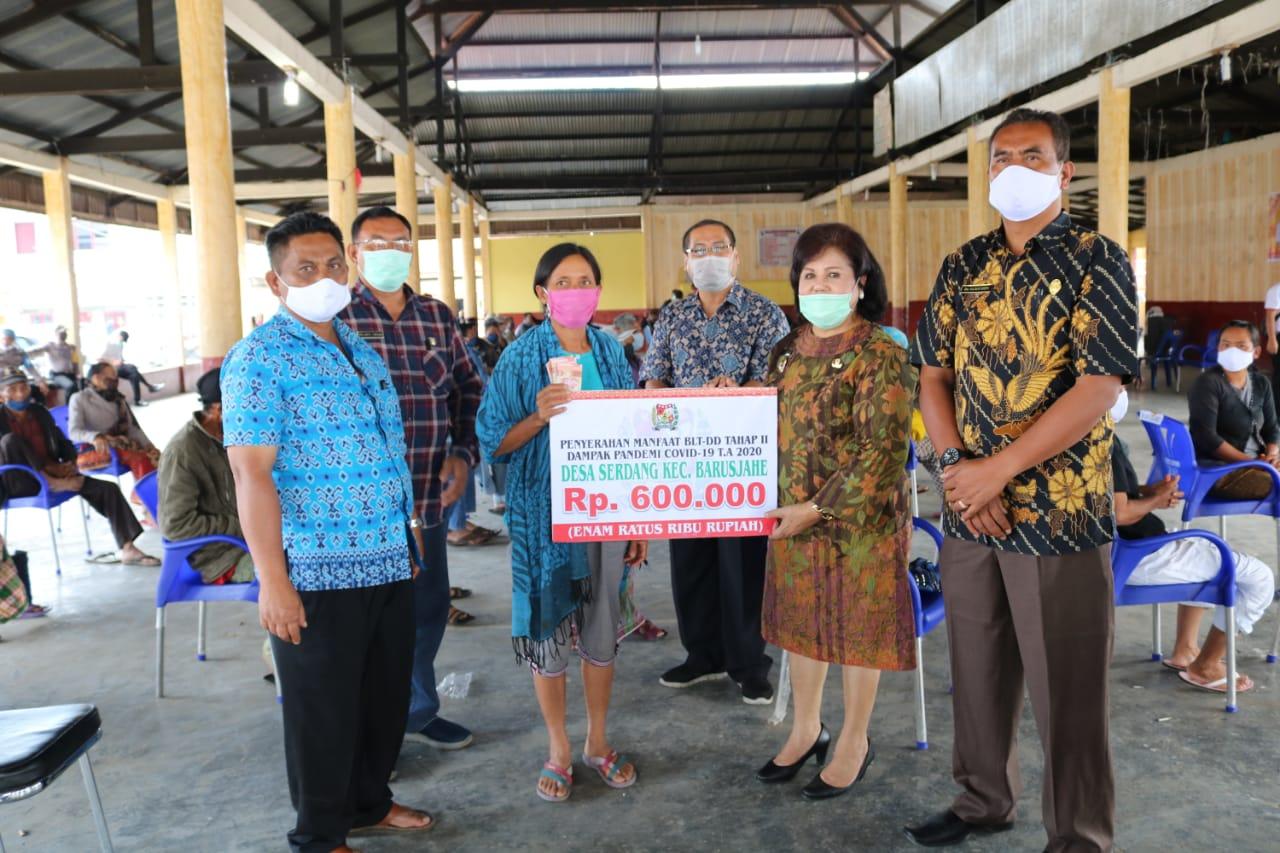 Wakil Bupati Karo Serahkan BLT Dana Desa Tahap II se-Kecamatan Barusjahe