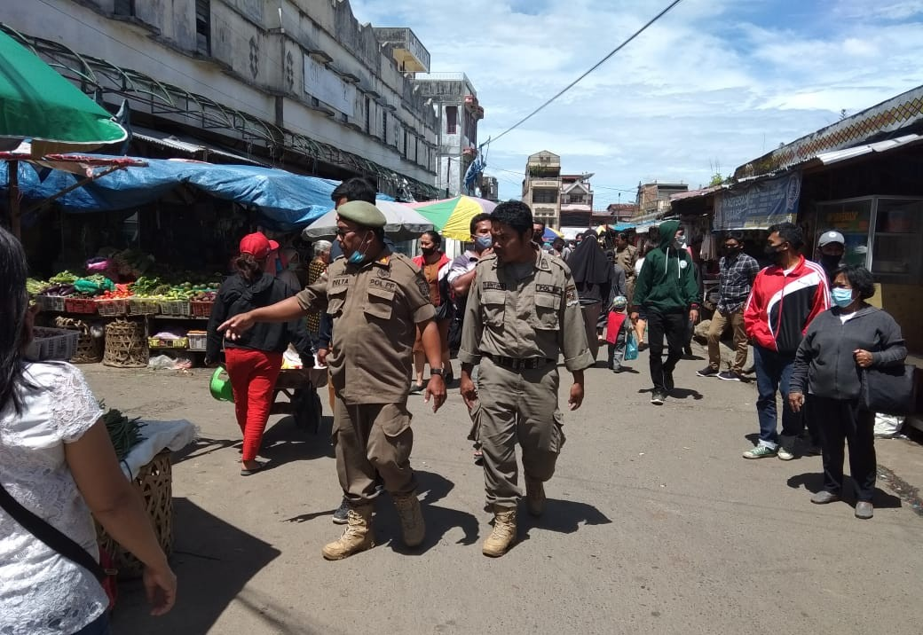 Satpol PP Sosialisasi Penertiban PKL di Pusat Pasar Berastagi