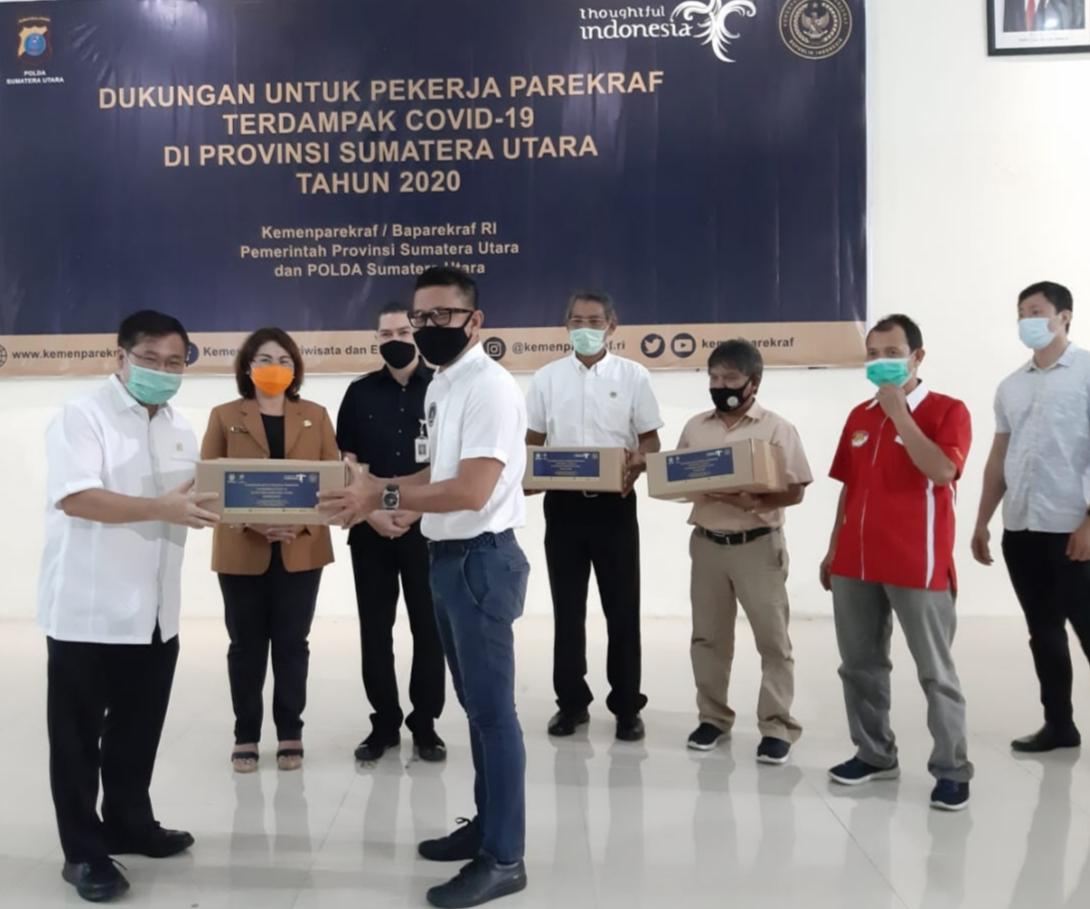 Poltekpar Medan Serahkan Bantuan ke Pelaku Pariwisata Terdampak Covid-19 dari Kemenparekraf