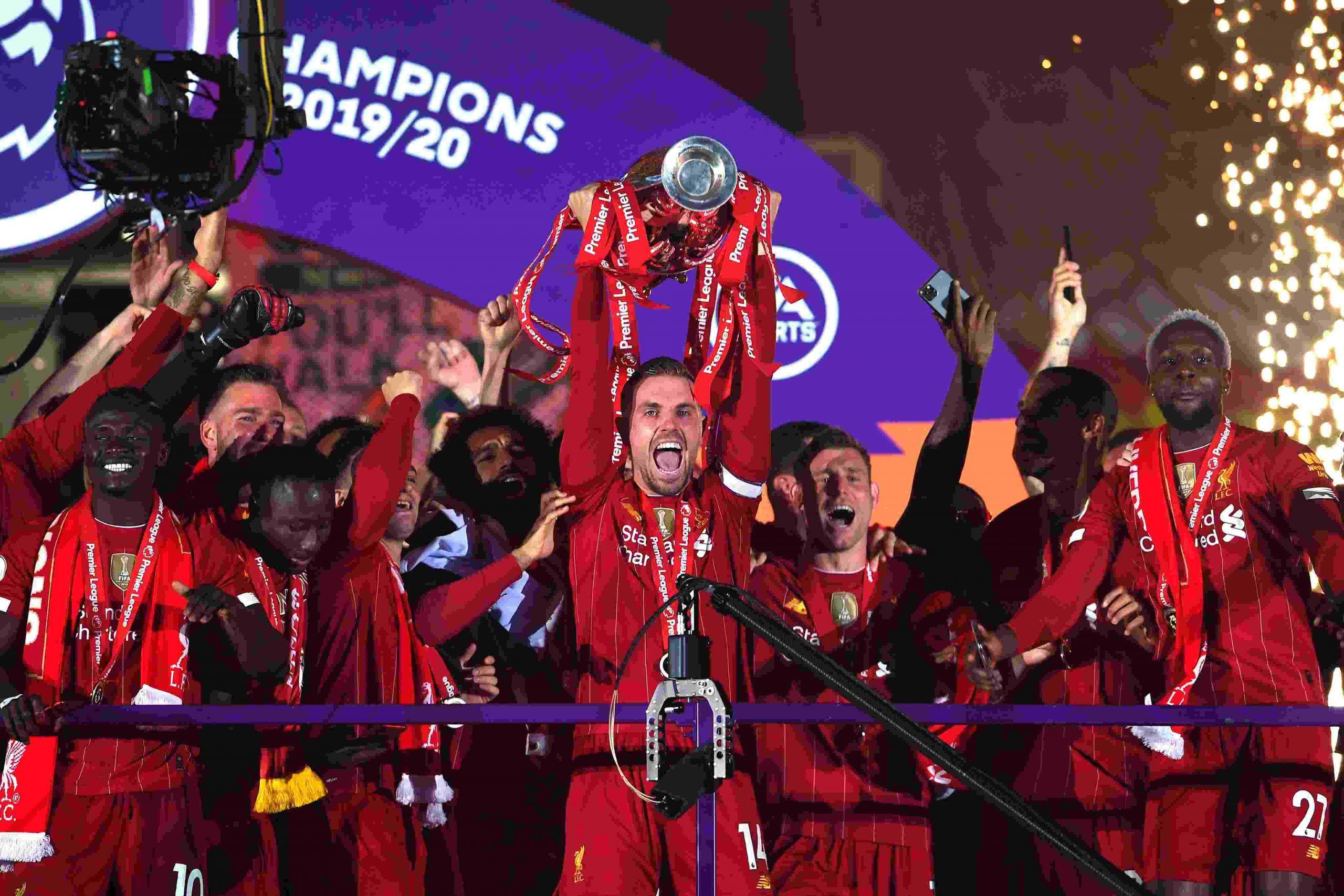 Tumbangkan Chelsea, Liverpool Angkat Trofi Juara Liga Inggris Musim 2019-2020