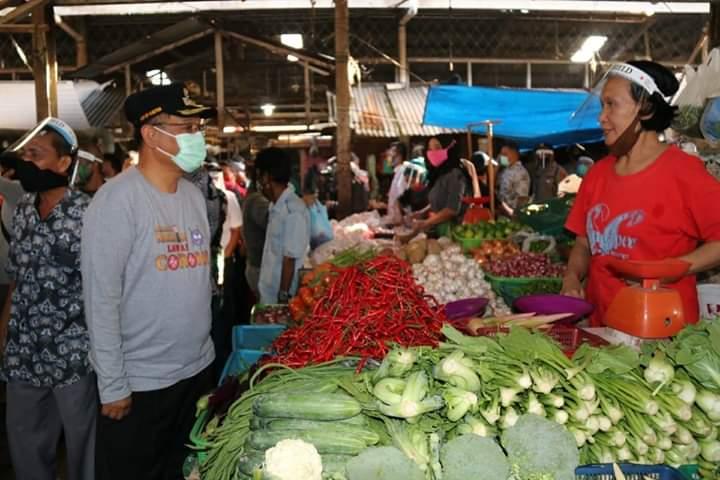 Akhyar Ingatkan Masyarakat dan Pedagang yang Beraktivitas di Pasar Patuhi Protokol Kesehatan