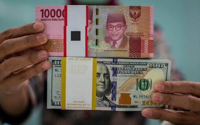 Rupiah Terpuruk Lagi, Melemah di Level 14.500 per US Dolar