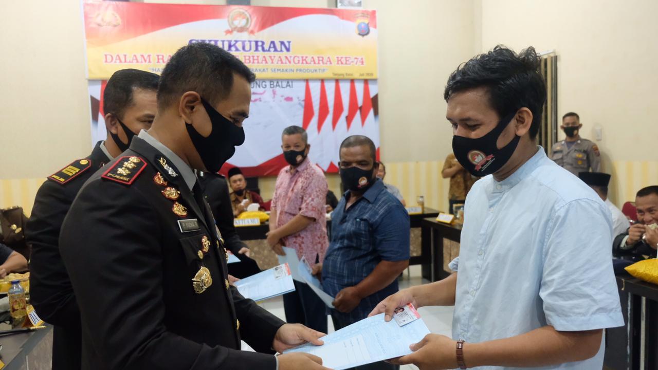 Hari Bhayangkara, Polres Tanjungbalai Bagi SIM Gratis dan Beri Reward ke Personel Berprestasi