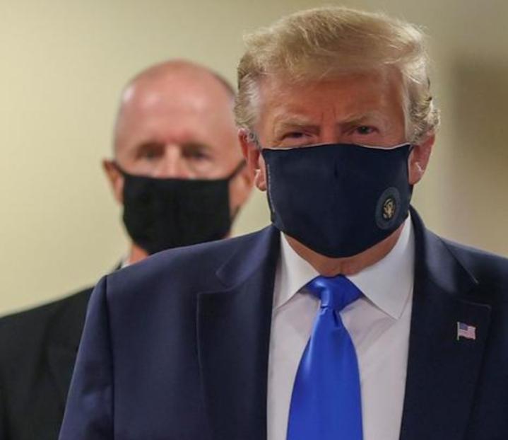 Pertama Kali, Trump Kenakan Masker Saat Kunjungi Fasilitas Medis Militer