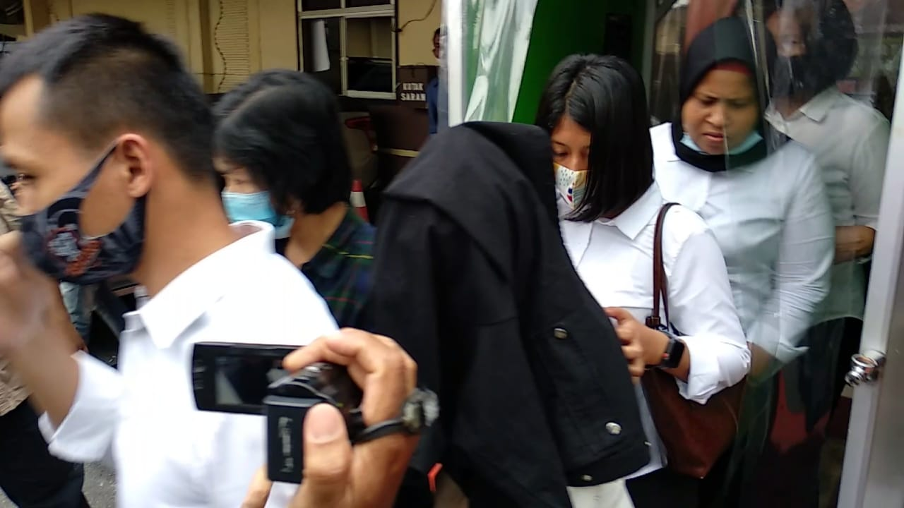 Artis FTV Terjerat Prostitusi Dibawa ke Rumah Sakit Jalani Pemeriksaan Covid-19