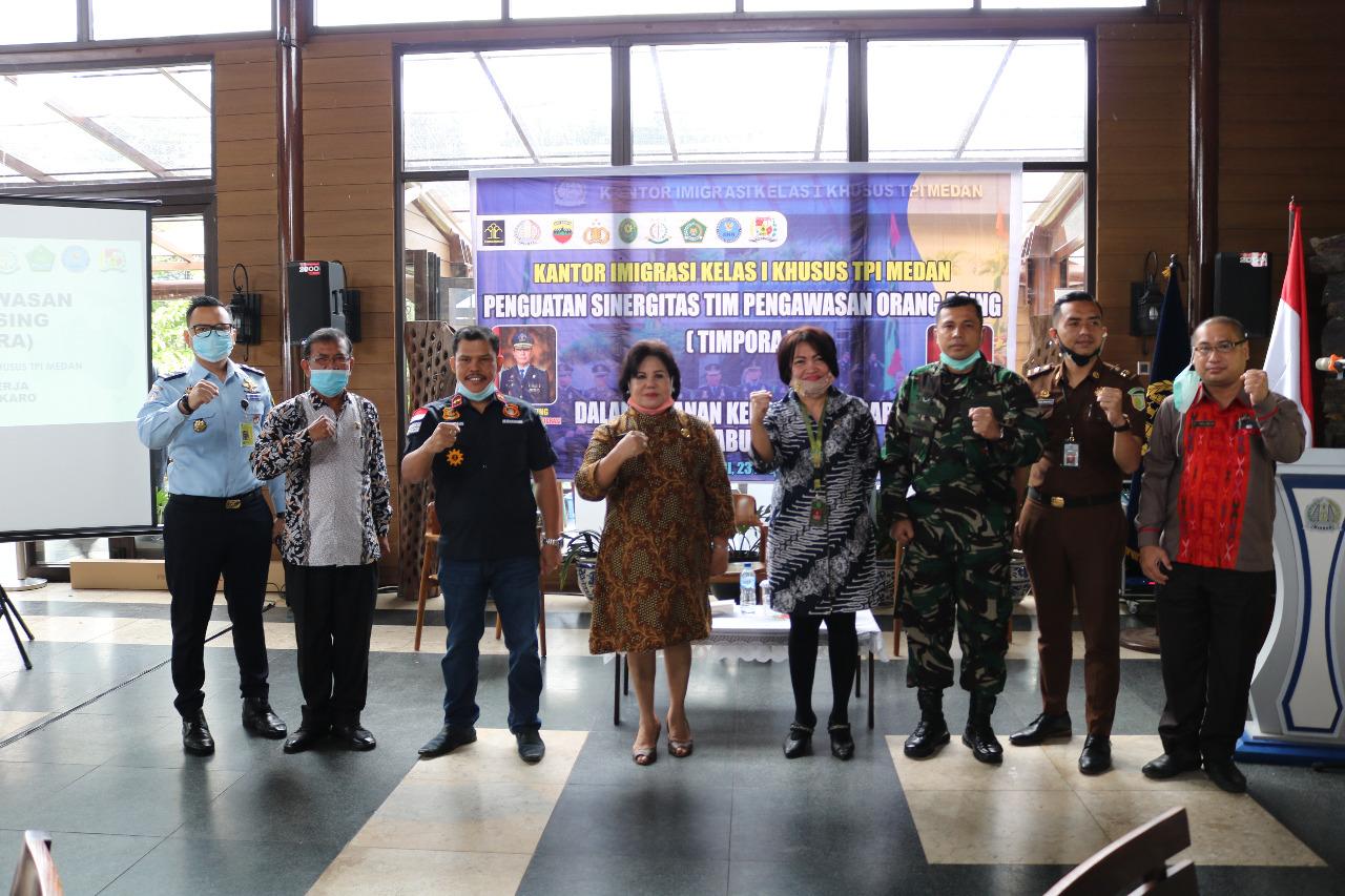 Pemkab Karo Gelar Rapat Koordinasi Tim Pengawasan Orang Asing