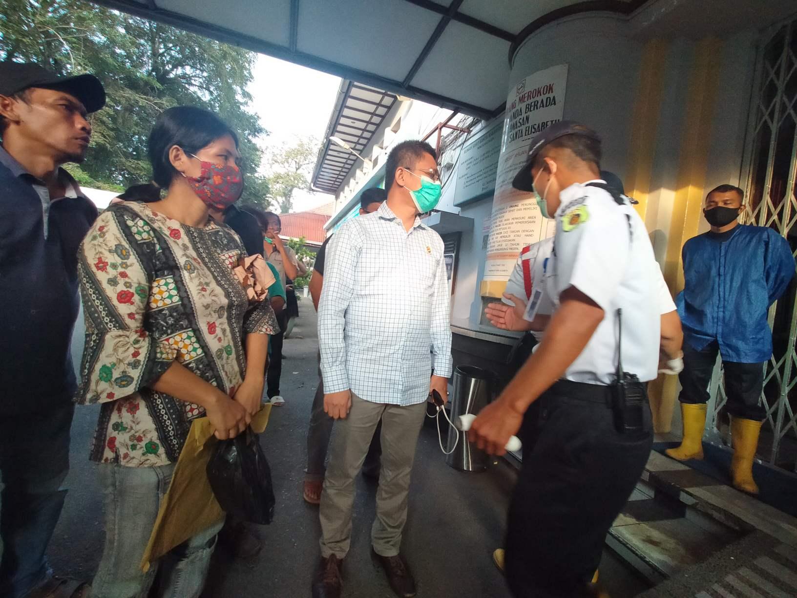 Tolak Pemulasaran Sesuai Protokol, Keluarga Almarhum Protes RS Elisabeth