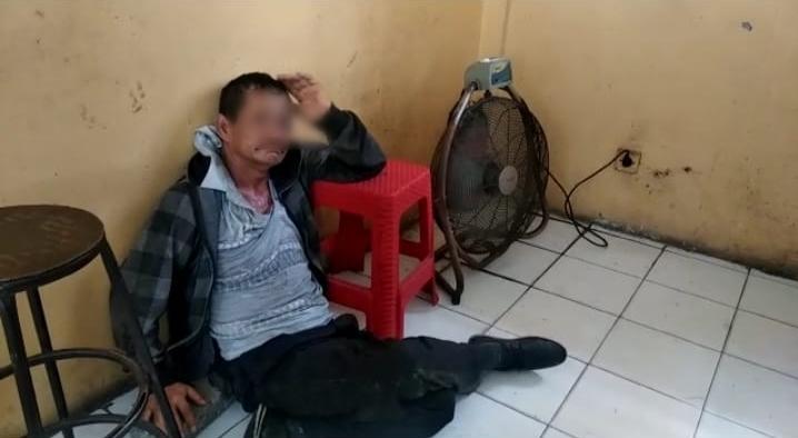 Pelaku Penipuan Modus Hipnotis Dalam Angkot Dihajar Warga di Serdang