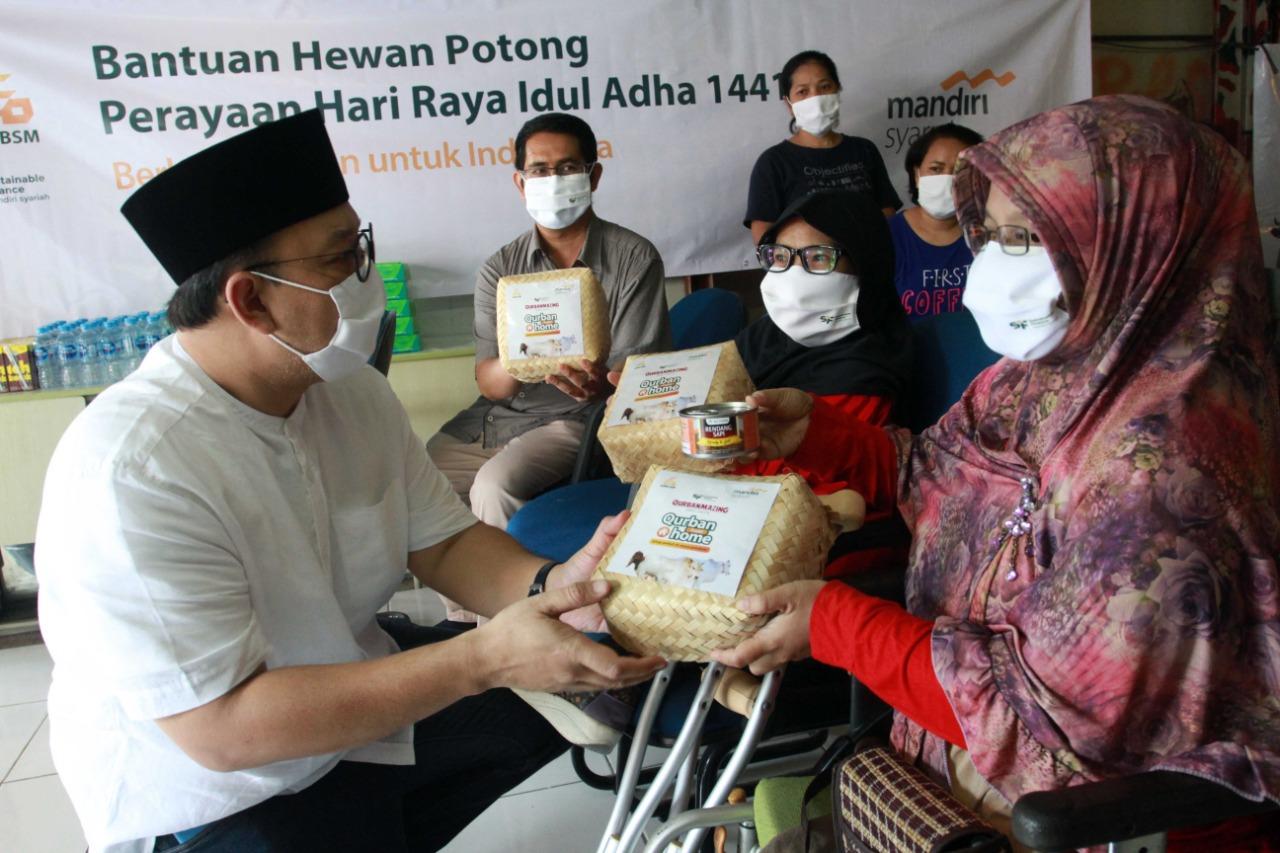 Mandiri Syariah Salurkan 2.000 Hewan Kurban ke Pelosok
