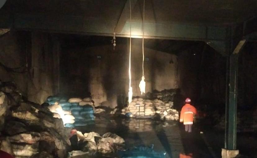 Kebakaran Melanda Gudang Biji Plastik di Jl Krakatau Ujung