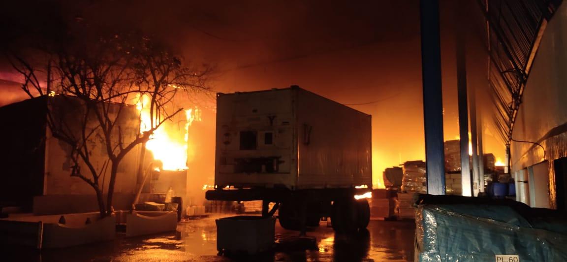 Kebakaran Pabrik Udang di Marelan Sudah Padam, Proses Pemadaman Memakan Waktu 7 Jam