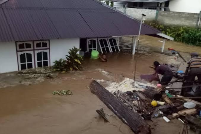 689 Warga Maluku Mengungsi Akibat Banjir, Ketinggian Air Capai 100 Sentimeter