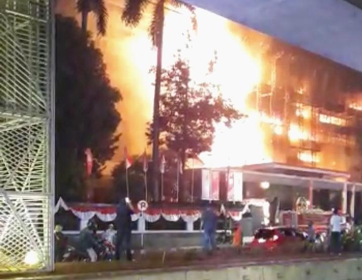 Kebakaran Hebat Melanda Gedung Kejaksaan Agung